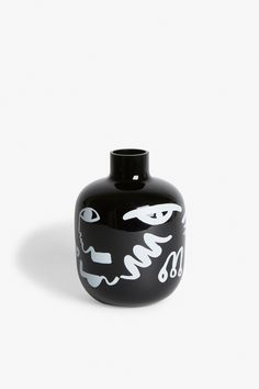 A ceramic lovers delight: a black vase with an awesomely abstract print. What's not to love? colour: black magic