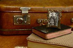 """Hej alla sköningar! Jag tänker på det här med våra minnen. Då menar jag inte hur vår hjärna jobbar, bra eller mindre bra, utan hur vi tänker och agerar på det som vi varit med om. Du kan spara dina minnen i album, på datorn, i en vacker ask eller bara i """"minnenas arkiv"""" i … Fortsätt läsa """"Minnenas arkiv, nostalgi och drömmar"""""""