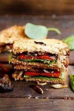 Roasted_Bell_Pepper_Onion_Mushroom_Sandwich_Recipe_003