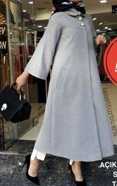 جدیدترین مدل مانتو پاییزه و زمستانه - Tesettür Hırka Modelleri 2020 - Tesettür Modelleri ve Modası 2019 ve 2020 Hijab Style Dress, Casual Hijab Outfit, Hijab Chic, Islamic Fashion, Muslim Fashion, Modest Fashion, Fashion Outfits, Mode Abaya, Muslim Dress
