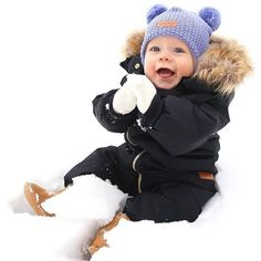 Someone is enjoying his first snow GIVEAWAY Hes cozyhellip Baby Girl Fashion, Kids Fashion, First Snow, Winter Hats, Baby Boy, Crochet Hats, Girl Style, Boys, Giveaway