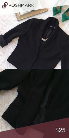 "Jones Wear Essential Petite Black Coat Jones Wear Essential Petite Black Coat. Length 22"", bust 40"", sleeve 23"", shoulder 16"". Size M. Fully lined. 1 button closure and 2 front pocket. Jones Wear Essential  Jackets & Coats Blazers"