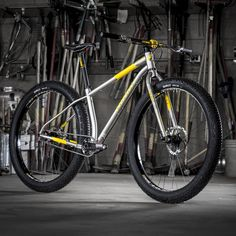 Niner's IMBA ROS9+. Note the curved seat tube for shortest possible wheelbase, despite the fat tires.