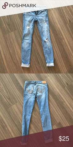 Ripped Hollister Jeans Light wash, ripped Hollister skinny jeans. Size 1R (w25 L31) Good condition! Hollister Jeans Skinny