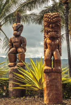 Polynesian tiki carvings on Oahu, Hawaii