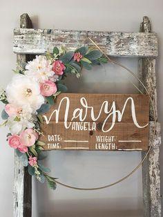 hospital door hanger / hospital door hanger girl/ floral Hospital Door Wreaths, Hospital Door Hangers, Baby Door Signs, Baby Door Hangers, Girl Nursery, Nursery Ideas, Baby Girl Names, Floral Baby Shower, Baby Gifts