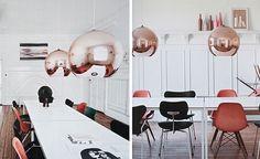 Per la sua abitazione a Copenaghen, la designer Tanja Vibe affianca arredi vintage a oggetti contemporanei, come i lampadari di Tom Dixon. Foto Karina Tengberg