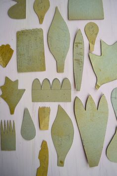 Cardboard templates for making crepe paper flowers.