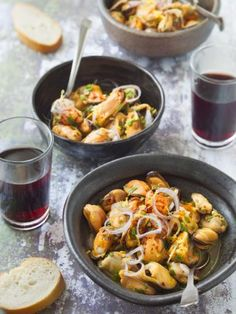 citron, moules, huile d'olive, safran Raw Food Recipes, Fish Recipes, Great Recipes, Tapas Bar, Great Appetizers, Spanish Food, Fun Cooking, Antipasto, Fish And Seafood