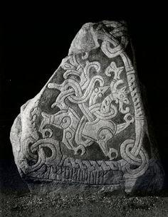 Mammen style viking Viking Art, Viking Runes, Stone Carving, Wood Carving, Viking Reenactment, Rune Stones, Ancient Vikings, Ancient Mysteries, Viking Tattoos
