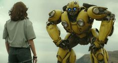 Here is the first Trailer for Bumblebee (Transformers) Bumblebee is back! Transformers Bumblebee, Transformers Film, Michael Bay, San Diego Comic Con, Hailee Steinfeld, Hindi Movies, John Cena, Jurassic World, Cgi