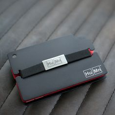 Durable, simple, safe; the HuMn Wallet is the perfect gift for the no-fuss minimalist on your list. Its low profile design incorporates RFID-blocking aluminum and surprisingly flexible storage, resulting in the ideal way to carry currency.