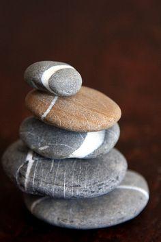 Sea stones -- the balancing act
