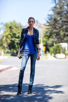 #SarahDumont knocking it out of the park with jeans & plaid. #offduty in LA. #OnAbbotKinney
