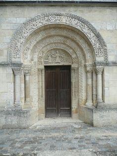 La Lande-de-Fronsac - Le portail de l'église