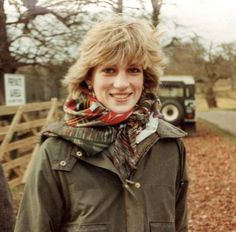Diana flashes a smile for the camera in one of the never-before-seen images, taken in the early In the background is believed to be Lady Sarah Chatto, daughter of Princess Margaret, who served as chief bridesmaid at the 1981 wedding of Charles and Diana Lady Sarah Chatto, Princesa Diana, Princesa Real, Lady Diana Spencer, Spencer Family, Princess Alexandra, Princess Margaret, Princess Charlotte, Charles And Diana