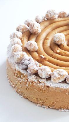 La tarte Extra du chef pâtissier Guillaume Mabilleau, entre une tarte et un gâteau de voyage, alliance du caramel et de la noisette.