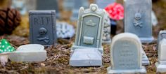 This 10 piece mini graveyard kid is perfect anywhere you want some adorable death!