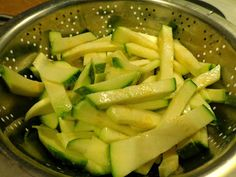 Κολοκυθάκια τραγανά-τραγανά!! ~ ΜΑΓΕΙΡΙΚΗ ΚΑΙ ΣΥΝΤΑΓΕΣ Celery, Asparagus, Green Beans, Zucchini, Fries, Vegetables, Recipes, Food, Projects
