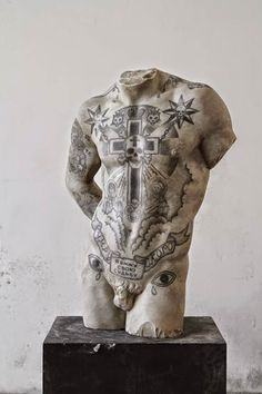 Black and white - man - torso - Kouros - Fabio Viale - marble - sculpture - tattoo Russian Prison Tattoos, Russian Criminal Tattoo, Russian Tattoo, Sculpture Tattoo, Human Sculpture, Art Sculpture, Illustration Photo, Illustrations, Contemporary Sculpture