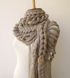 Some kind of crazy scarf/shawl via Coisas que faco con amor