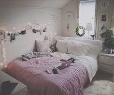 Imagen vía We Heart It #bed #girls #grunge #pink #rooms #tumblr #white