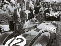 ... en Le Mans '54. A la izquierda, otra leyenda viva: Sir Stirling Moss