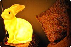 veilleuse lapin, en promo en ce moment au BHV, qui est dans notre cahmbre en attendant car je l'adore!
