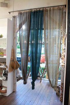 カーテンをかけ替えるだけで西海岸の風が吹いてきそう!|LIMIA (リミア)