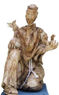 Escultura feita com filtro de café. Título: São Francisco de Assis