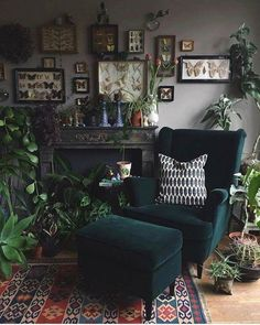 Dark living paint concepts will bring you the very best brilliant minutes. They can be refined trendy and also very relaxing if you pull them off right. Today we are mosting likely to have a look at the coolest dark living rooms. - March 09 2019 at A bit Dark Living Rooms, Home And Living, Living Spaces, Cozy Living, Dark Green Living Room, Dark Rooms, Cozy Eclectic Living Room, Living Area, Green Living Room Furniture