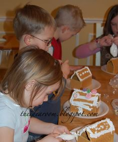 Graham Cracker Gingerbread Houses via Amy Huntley (The Idea Room)