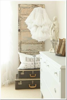 vintage beauty  #countryliving #dreambedroom