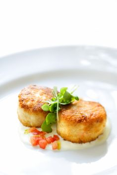 Even if you're a klutz in the kitchen, you'll surprise everyone with these simple, healthy crab cakes!