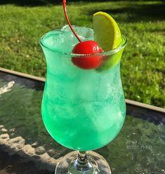 Apple Royalty! ▃▃▃▃▃▃▃▃▃▃▃▃▃▃▃▃▃▃ 1 1/2 oz. Crown Royal Apple 1/2 oz. Apple Schnapps 1/2 oz. Blue Curacao 2 oz. Sweet & Sour 1/2 oz. Lime Juice 1 oz. Club Soda #tipsybartender #martini #tequila #patron #smirnoff #drinkporn #booze #bartender #bacardi #malibu #mixology #mixologist #margarita #letsturnup #liquor #ciroc #cocktail #alcohol #vodka #turnup #cocktails #whiskey #greygoose