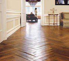 Herringbone Wood Floors- next house? Style At Home, Wooden Flooring, Hardwood Floors, Parquet Flooring, Flooring Ideas, Kitchen Flooring, Planchers En Chevrons, Floor Design, House Design