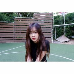 ROSÉ WITH HER BANGS IS JUST.. UHH