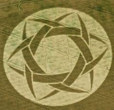 - 2010 - Crop Circle Guys Cliffe UK - A Crop Circle inside a Crop Circle Design, Crop Circles, Aliens And Ufos, Ancient Aliens, Circle Art, Circle Design, Project Blue Book, Nazca Lines, Laser Art, White Horses