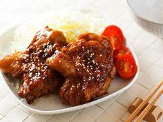 利用雞肉本身的油脂煎出焦香的雞腿肉,搭配老少都喜愛的和風照燒醬汁,煮出美味的照燒雞腿,這麼簡單的美味妳一定要試試看。- 歡迎大家到我的粉絲專頁: http...