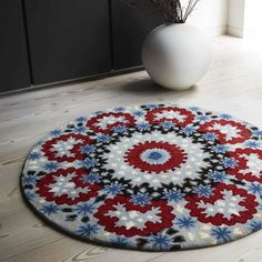 Nomadic Flora Circle Rug - Other Round Rugs - Round Rugs Circular Rugs, Circular Pattern, Circle Rug, Hand Tufted Rugs, Floral Rug, Round Rugs, Modern Rugs, Rug Making, Soft Furnishings