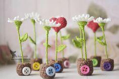 И снова миниатюрные цветы  Мноооого цветов!  Нужно больше цветов! :) Каждый цветочек ростиком около 5 см.  Сердечко тоже ростиком около 5 см   Сделано на заказ, возможен повтор.  Принимаю заказы. Заходите, смотрите и выбирайте. Заказывайте для себя или в подарок!   www.livemaster.ru/marychiffa  #marychiffa #weamiguru #anime #knitting #krasnoyarsk #crochet #krsk #morning #miniature #miniatureflowers #flowers #cookie #yummy #yarn #anime #forsale #handmade #crochetin...