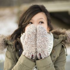 Keep your hands warm and toasty this winter with these cozy crocheted mittens! Free pattern & step-by-step tutorial available!