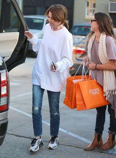 Ellen Pompeo Photos Photos: Ellen Pompeo Shops in West Hollywood Meredith Grey's Anatomy, Greys Anatomy Derek, Grays Anatomy, Mom Outfits, Fashion Outfits, Ellen Pompeo, Grey Outfit, Badass Women, Baby Clothes Shops