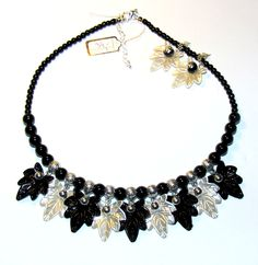 """Necklace """"LEAFS"""" made with acrylic and metal elements. Can be wear with similar earnings"""