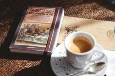 Alice in Wonderland and a coffee. Coffee And Books, Latte Art, Bibliophile, Coffee Time, Tea Time, Coffee Coffee, Coffee Break, Love Book, Book Lovers
