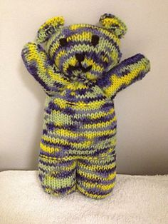 Crochet Stuff Bears Patterns Free knit one piece teddy bear pattern - Knitting Bear, Teddy Bear Knitting Pattern, Loom Knitting Stitches, Knitted Teddy Bear, Baby Hats Knitting, Teddy Bears, Free Knitting, Knitting Toys, Knitted Baby