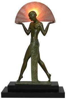 Max Le Verrier (1891-1973). Escultura francesa de bronze Art Deco rerpesentando figura de mulher semi nua com leque. Ass. Alt. 51 cm. Base R $ 2.000,00.  ERRADO