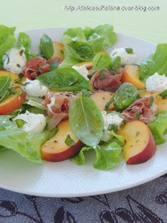 Ce que j'aime le plus en été c'est de varier mes salades composées, un peu en fonction de ce qui me tombe sous la main. Cette association fonctionne parfaitement, essayez plutôt! Pour 2 assiettes 100g de ricotta quelques feuilles de chêne verte 2 pêches...