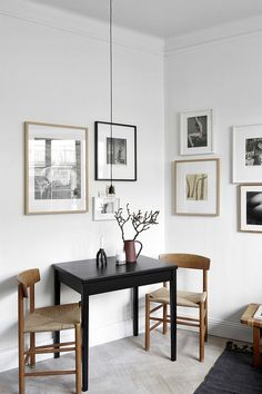 Small dining rooms and areas are inherently a lot more difficult to design than compact bedrooms and tiny living spaces. Turn a small dining room into a focal point of your house with these tips and tricks. Simple style and… Continue Reading → Decoration Inspiration, Interior Inspiration, Decor Ideas, Room Ideas, Decorating Ideas, Studio Decorating, Beautiful Decoration, Interior Ideas, Style Inspiration