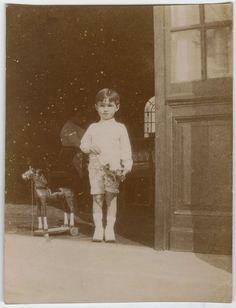 PHOTO ANCIENNE - VINTAGE SNAPSHOT - ENFANT CHEVAL DE BOIS JOUET - CHILD HORSE | eBay